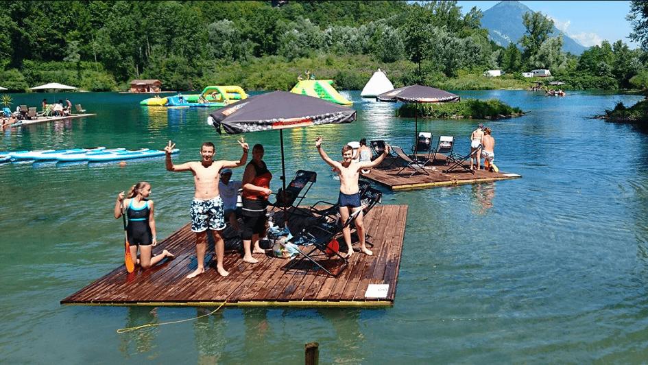 Radeau îles ile iles flottantes radeaux terrasses flottantes sur l'eau